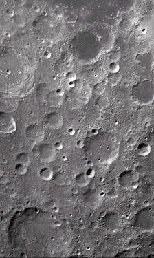 嫦娥一号发回的第一张高清晰照片.jpg